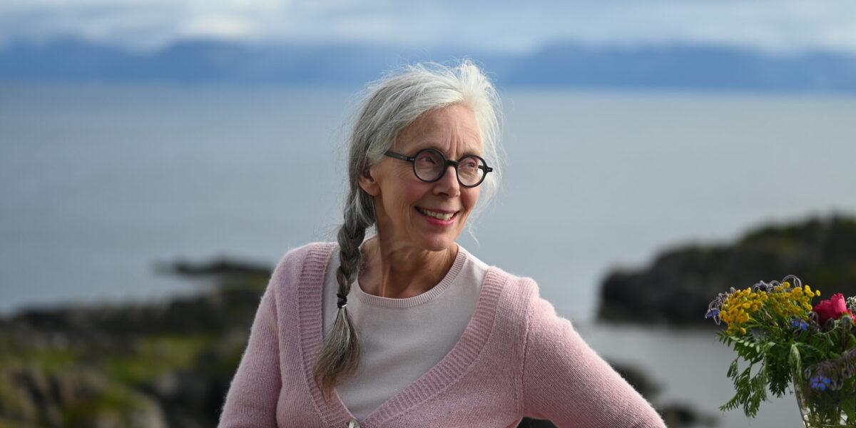 Vertinnen: I 15 år har Ellen Marie Hansteensen jobbet for å gjøre Litløy fyr tilgjengelig for allmennheten. Planen er å kunne ta imot enda flere gjester. Foto: Christine Nevervik