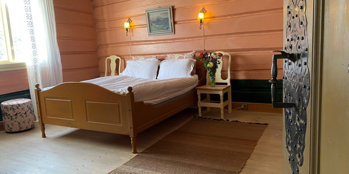 Rosa rommet i Nedre stugu. Foto: I. Blessom