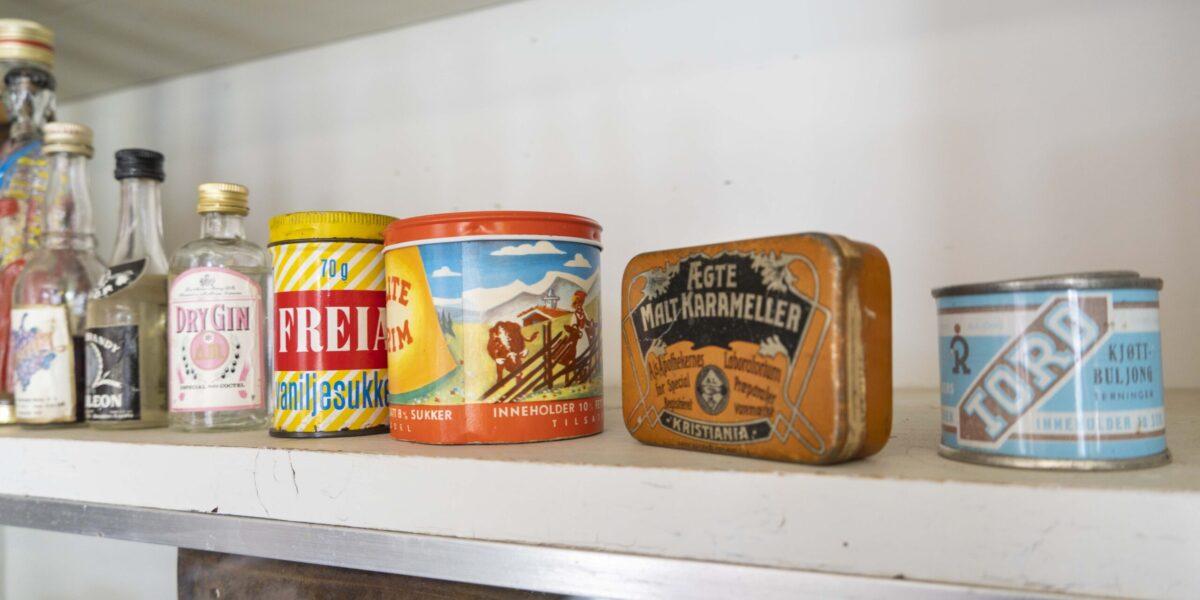 Eksempler på tidligere tiders emballasje i Chr. Borgos landhandel. Foto: Monica Hägglund Langen