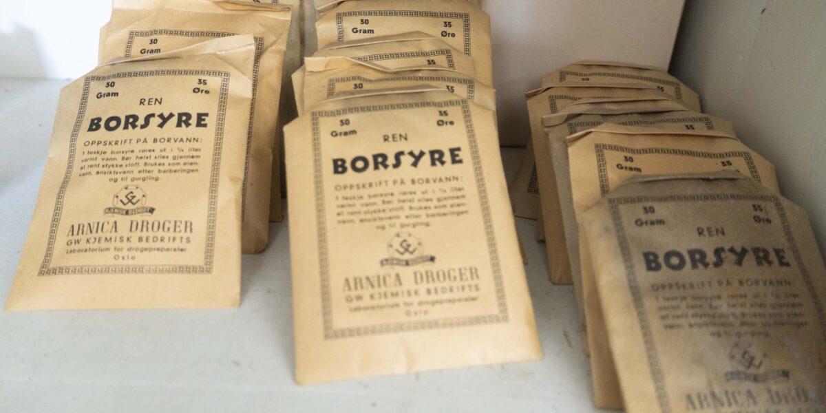 Borsyre, med mange bruksområder. Hos Chr. Borgos landhandel. Foto: Monica Hägglund Langen