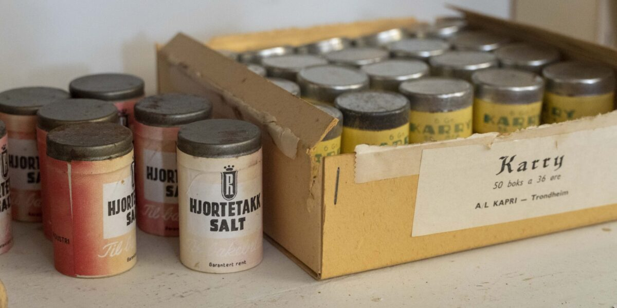 Diverse bakevarer og krydder finnes hos Chr. Borgos landhandel. Foto: Monica Hägglund Langen